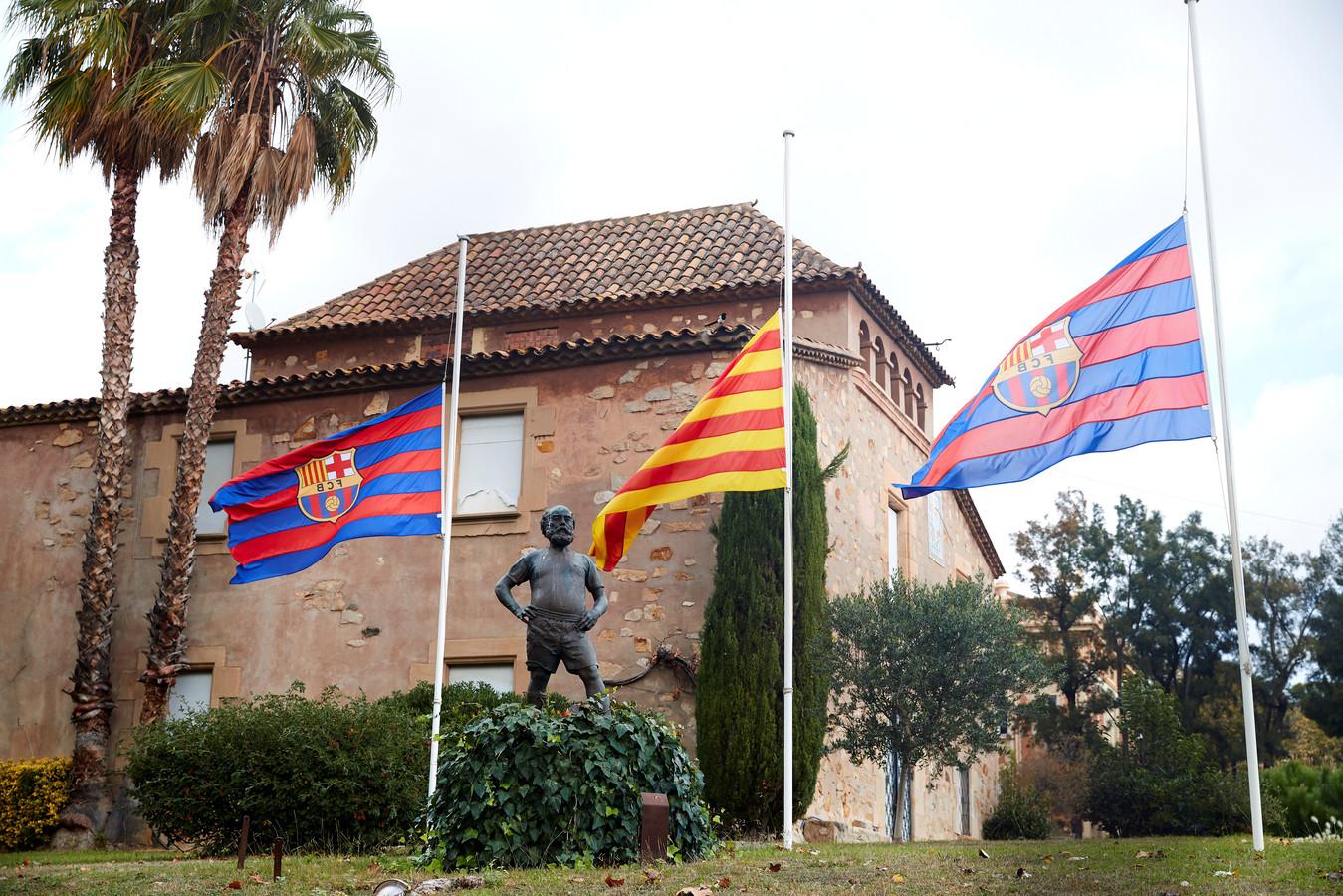 De vlaggen in Barcelona hangen halfstok.