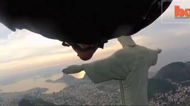 Waaghals met wingsuit knalt net niet tegen Christus in Rio