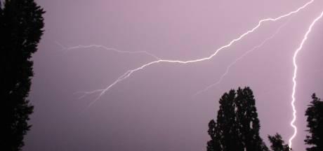 """Des """"averses intenses"""" et des orages annoncés: l'alerte orange activée"""