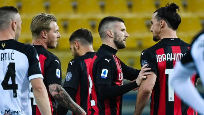 Weer frustraties bij Zlatan: Ibrahimovic pakt na knappe assist rood na beledigen ref