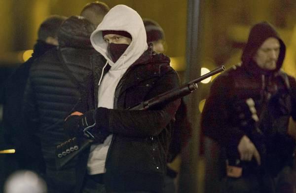 **Drie Nederlanders aangehouden na dna-match op IS-wapens**