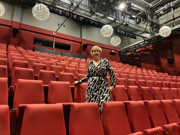 Mirella Jellema is de nieuwe programmeur van het ZINiN Theater, De Smidse en het Openluchttheater en presenteerde daar eind vorige maand haar eerste programma voor het nieuwe theaterseizoen in Nijverdal.