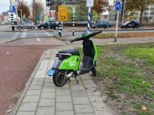 Ze staan óveral geparkeerd, de scooters van Go Sharing: Amersfoort wil er strengere regels voor