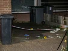 Verdachte van schietpartij door politie van dak gepraat en opgepakt; beveiliger bewaakt omgeving woning