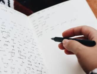 """Dagboek 2.0? Waarom journaling in de ochtend zo goed voor je is en hoe je er best aan begint: """"Het is als gratis therapie"""""""