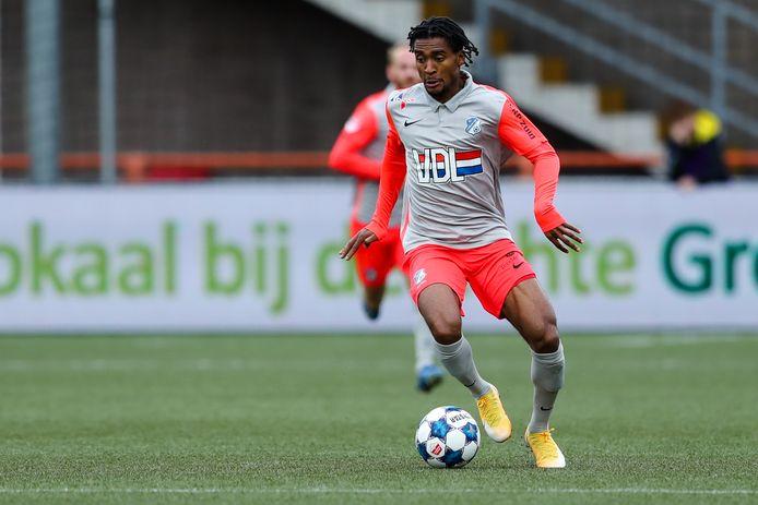 Jacky Donkor aan de bal namens FC Eindhoven.