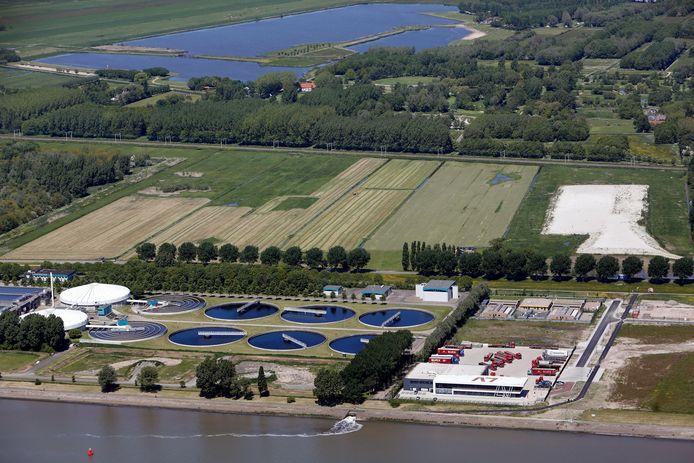 Afvalwaterzuiveringsinstallatie De Groote Lucht, gelegen langs Het Scheur, is over zeven jaar aan vervanging toe. Het Hoogheemraadschap van Delfland wil een nieuwe zuivering bouwen op een groot deel van het onbebouwde grasland aan de overkant. Dat ziet de gemeente Vlaardingen niet zitten.