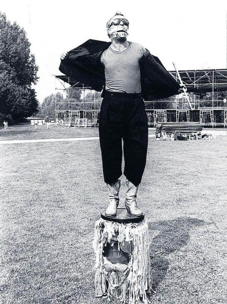 Robert Jasper Grootveld 'bidt' voor mooi weer, 1991. Foto ANP Beeld