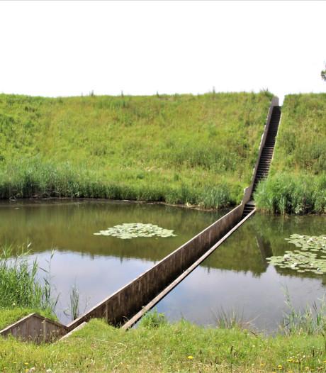 Opnieuw bekeken, De Mozesbrug bij Halsteren: Lopen door een tunnel zonder dak
