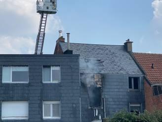 Buurman redt hond uit brandend huis: woning onbewoonbaar verklaard