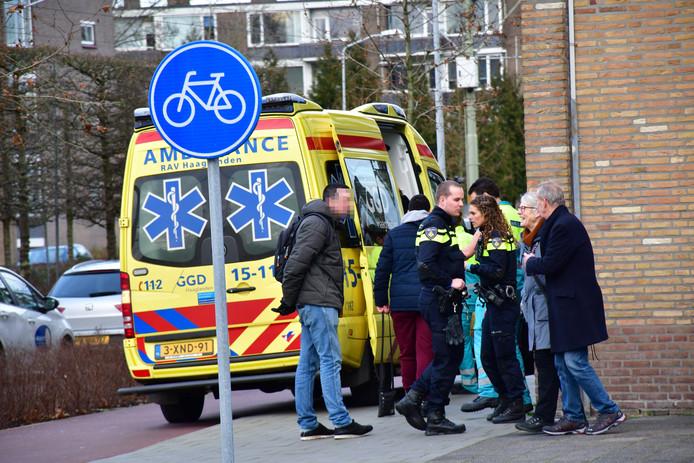 De jongen moest worden behandeld in de ambulance maar hoefde niet mee naar het ziekenhuis, de snorfietser bleef ongedeerd