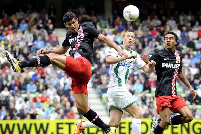 PSV-verdediger Francisco Rodriguez (links) in actie tegen FC Groningen. Beeld anp