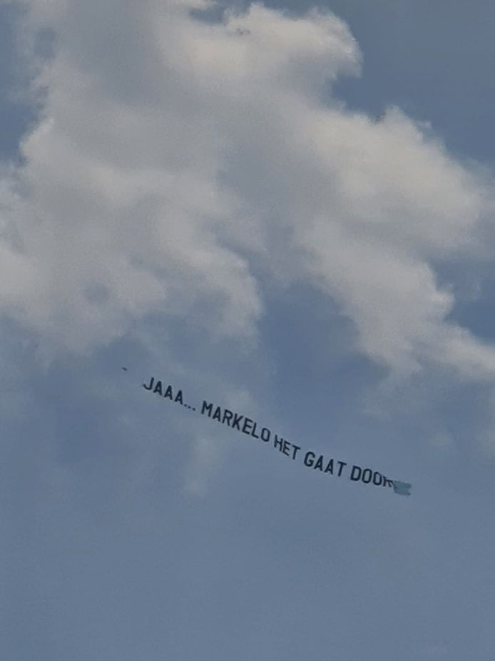 Boven Markelo vloog zaterdagmiddag enige tijd een vliegtuig met de boodschap 'Jaaa…Markelo het gaat door'. Die boodschap is ingehaald door de actualiteit: tot 13 augustus geen meerdaagse evenementen toegestaan.