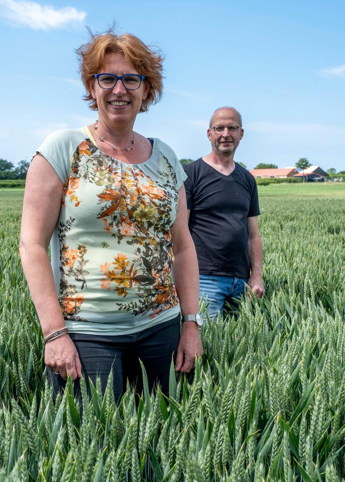 Ella en Jan Poppe runnen samen een akkerbouwbedrijf van zo'n dertig hectare.