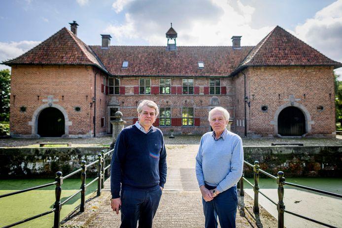 Erik (links) en Matthijs Wanrooij, bewoner en bestuurslid van stichting Het Huis te Breckelenkamp. Ze maken zich zorgen over de toekomst van het huis en omgeving.