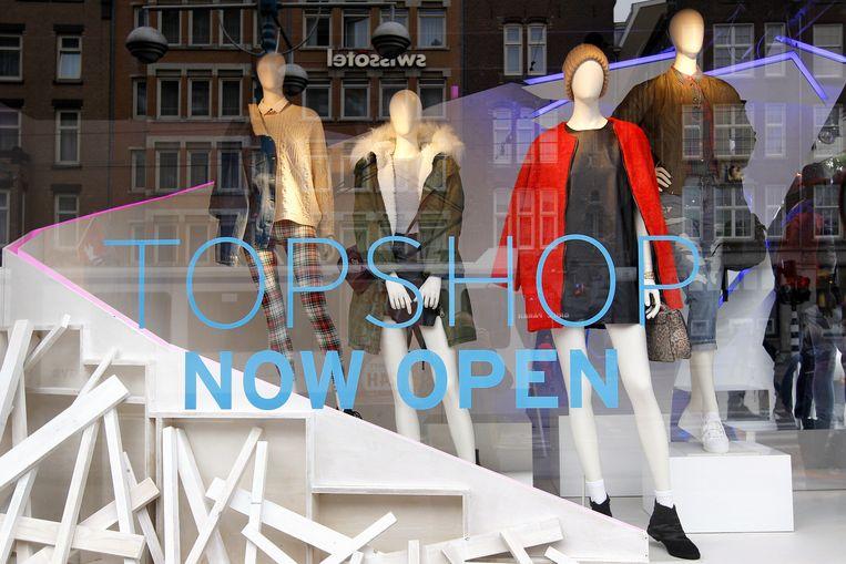 De etalage van de Britse modeketen Topshop in Amsterdam Beeld anp