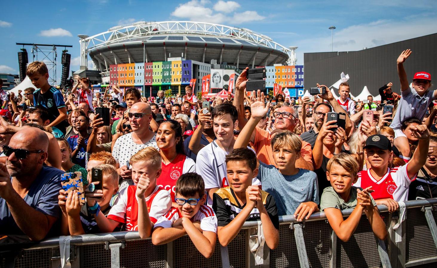 Fans tijdens de Open Dag van Ajax vorig jaar.