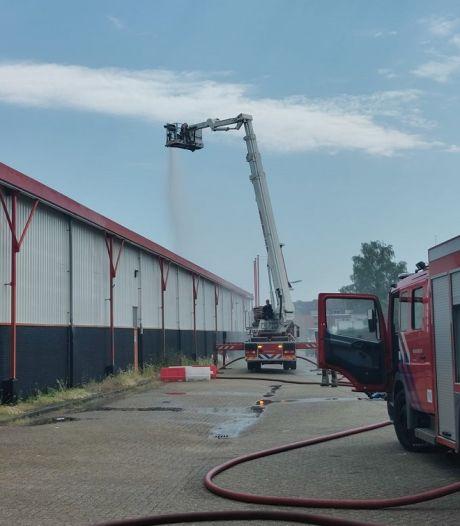 Brandweer zorgt dat vaccineren ondanks de hitte toch gewoon door kan gaan in Veenendaal