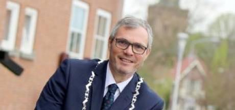 Burgemeester Neder-Betuwe: 'Agenten pesten en mensen belagen met zwaar vuurwerk moet stoppen'