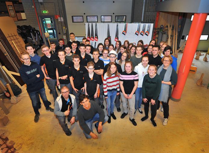Zaterdag vertrekken deze leerlingen van het Kempenhorst College en het Heerbeeck College voor een 'indrukwekkende week'.