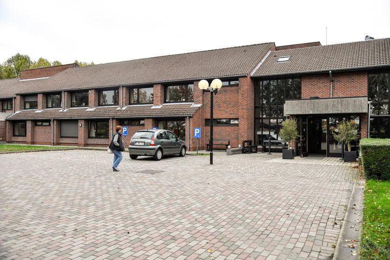 Het huidige rusthuis Hof ter Veldeken zal nog langer dienst moeten doen nu de beslissingen rond het nieuwe OCWM-rusthuis vernietigd zijn.