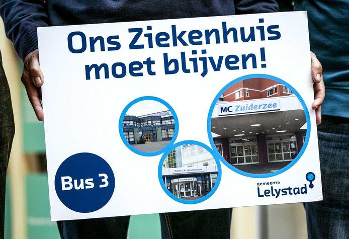 Inwoners van Lelystad boden deze week een petitie aan bij de vaste commissie voor Volksgezondheid, Welzijn en Sport voorafgaand aan het Tweede Kamerdebat over het faillissement van de IJsselmeerziekenhuizen en het Slotervaartziekenhuis.