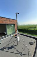Ook op het dak van de woning van Pascal Trouvé werd een geluidsmeter geplaatst.