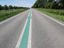 Vrachtwagen verliest breekbare lading: Biddingringweg bij Dronten op slot