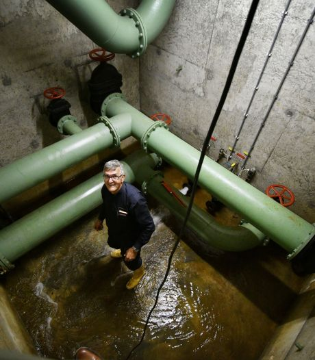 In een kelder op de Tankenberg begint de schoonmaak van het drinkwaternetwerk van Oldenzaal en omstreken