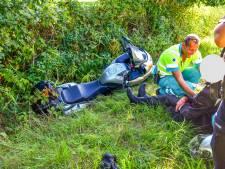 Motorrijder vliegt uit de bocht in Nuenen tijdens inhaalactie