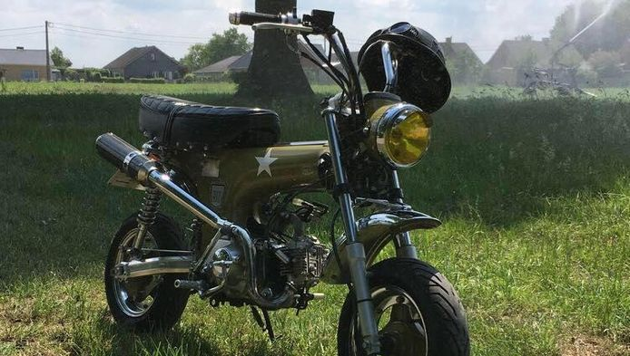 Bernd was erg fier op zijn scooter maar gisterochtend verongelukte hij ermee op weg naar school.