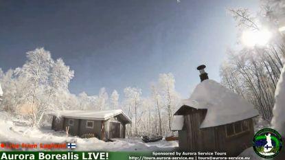Webcam toont gigantische vuurbal die plots door nachtelijke hemel scheurt