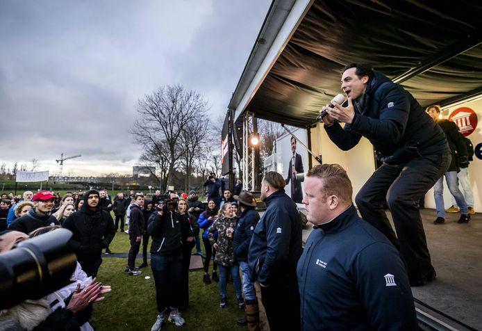 Thierry Baudet in het Westerpark tijdens een campagnebijeenkomst op de verkiezingsdag.