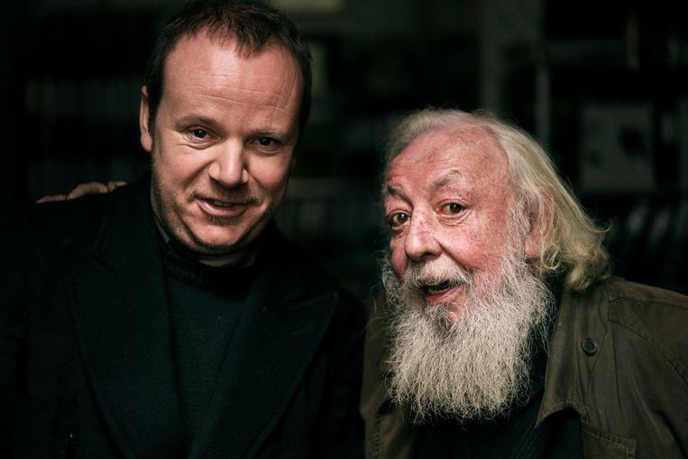 """Dennis Tyfus en Fred Bervoets: """"Ik kijk altijd uit naar een ontmoeting met Fred. Al was het maar omdat ik vergeleken met hem de rust en de rede zelve zal lijken."""" Beeld Joris Casaer"""