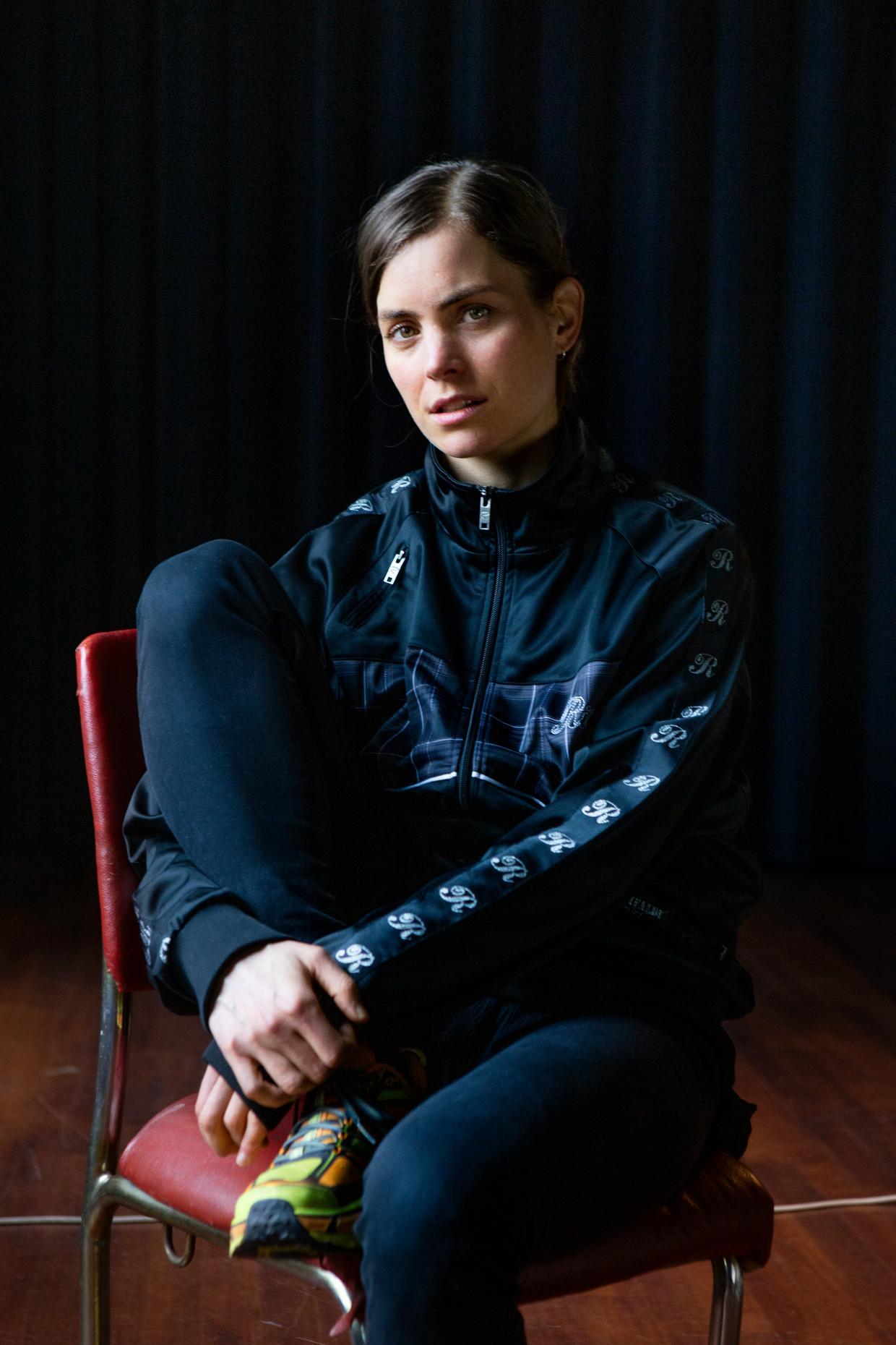 Hannah Hoekstra speelt in Carré de monoloog 'Een Duits leven' van Christopher Hampton in het kader van Theater Na de Dam.  Beeld Pauline Niks