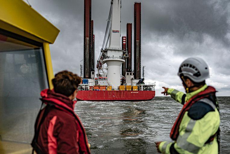 Op de Maasvlakte is Tennet bezig met aansluiten toekomstig windpark op het Nederlandse stroomnetwerk. Beeld Joris van Gennip