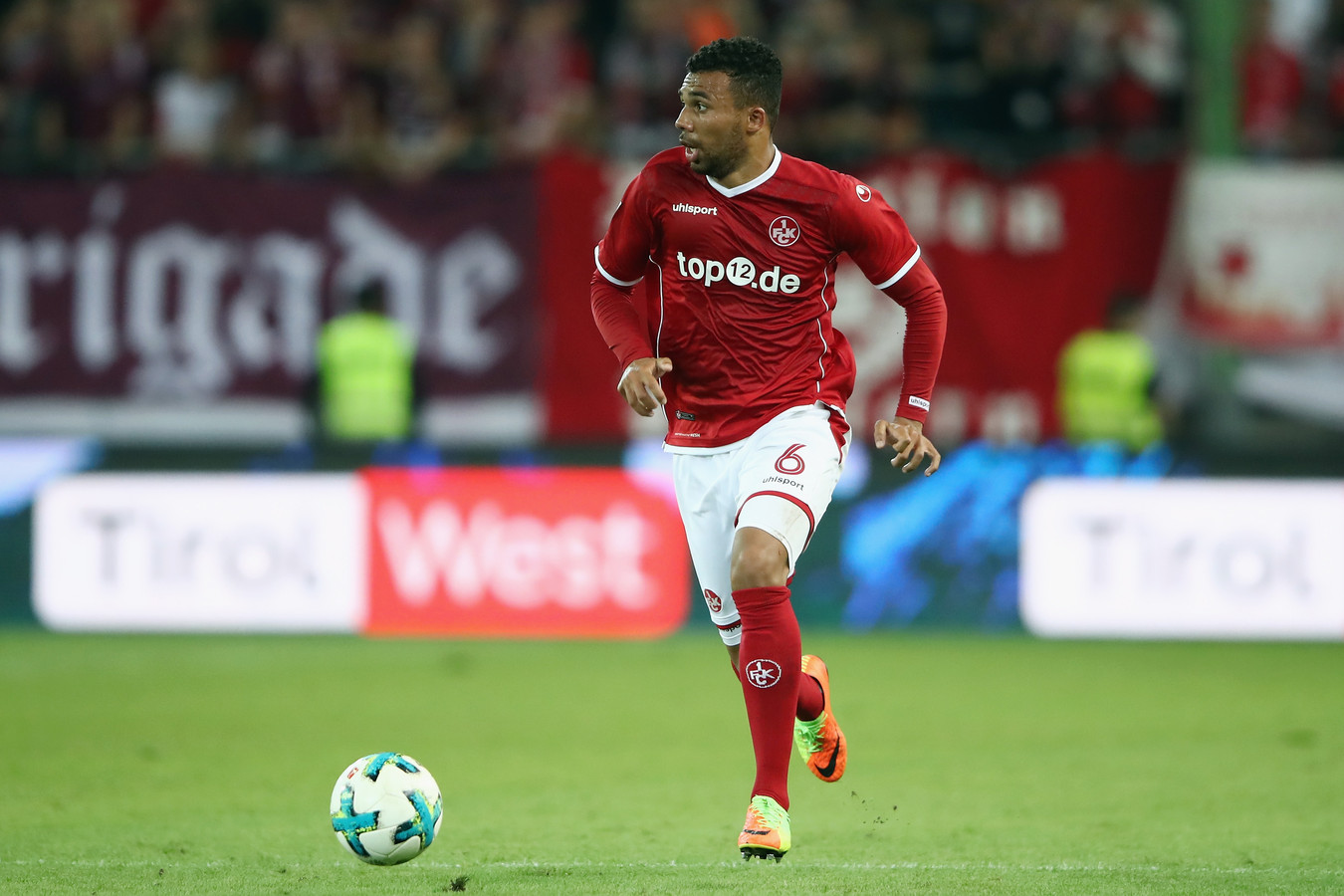 Leon Guwara in actie namens Kaiserslautern.