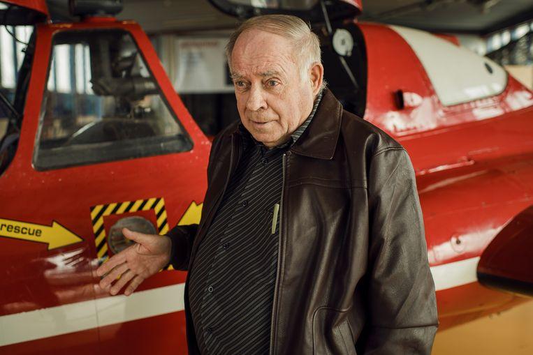 Karel Vervoort voor een Fouga Magister in het Stampe & Vertongen Museum in Deurne Beeld Tim Coppens