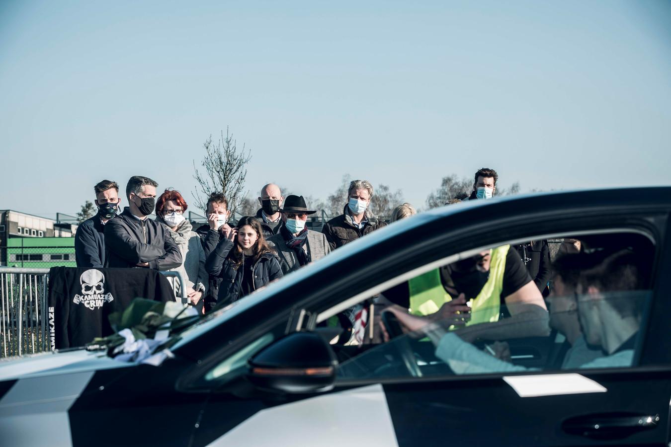 Vele auto's passeerden voorbij de familie van Niels.