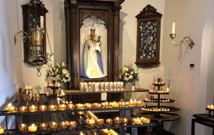Kaarsen branden in de Hasseltse Kapel is een populair gebruik onder Tilburgers.