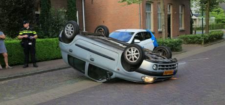 Beschonken automobilist wijkt uit voor hond en belandt met auto op zijn kop in Gemert