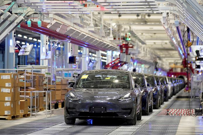 De productielijn van de Tesla Model 3 in de nieuwe fabriek bij Shanghai.