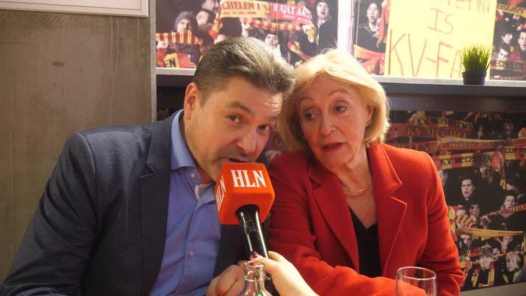 Leah met Wim Stevens. Ook hij speelt een hoofdrol in het stuk.