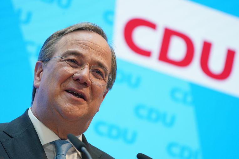 Armin Laschet op een persconferentie nadat hij is gekozen tot de kanselierskandidaat van de Duitse CDU/CSU. De partij heeft een ruime week geworsteld met de vraag of de inhoudelijke Laschet het moest worden of toch liever de populairdere Markus Söder van de kleine zusterpartij CSU uit Beieren.  Beeld Getty Images