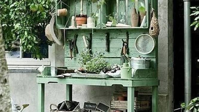 Hoe maak ik zelf een oppottafel voor in de tuin?