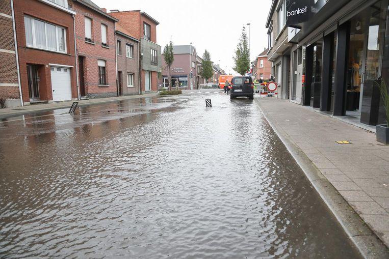 Door een breuk in de waterleiding stond de Ceulemansstraat helemaal blank.