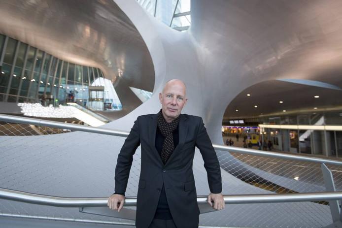Architect Ben van Berkel in de transferhal van Station Arnhem.