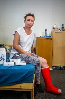 Poolse Kasia (34) lag op bed met dubbele enkelbreuk: uitzendbureau laat haar vallen en nu dreigt ze dakloos te worden