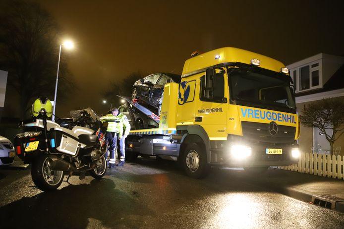 Beschadigde auto's in Zoetermeer na een dronkemansrit.