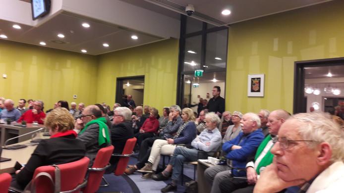De Beuningse raadzaal zat vol tijdens het lijsttrekkersdebat van De Gelderlander.
